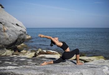 Yoga en la playa: Beneficios