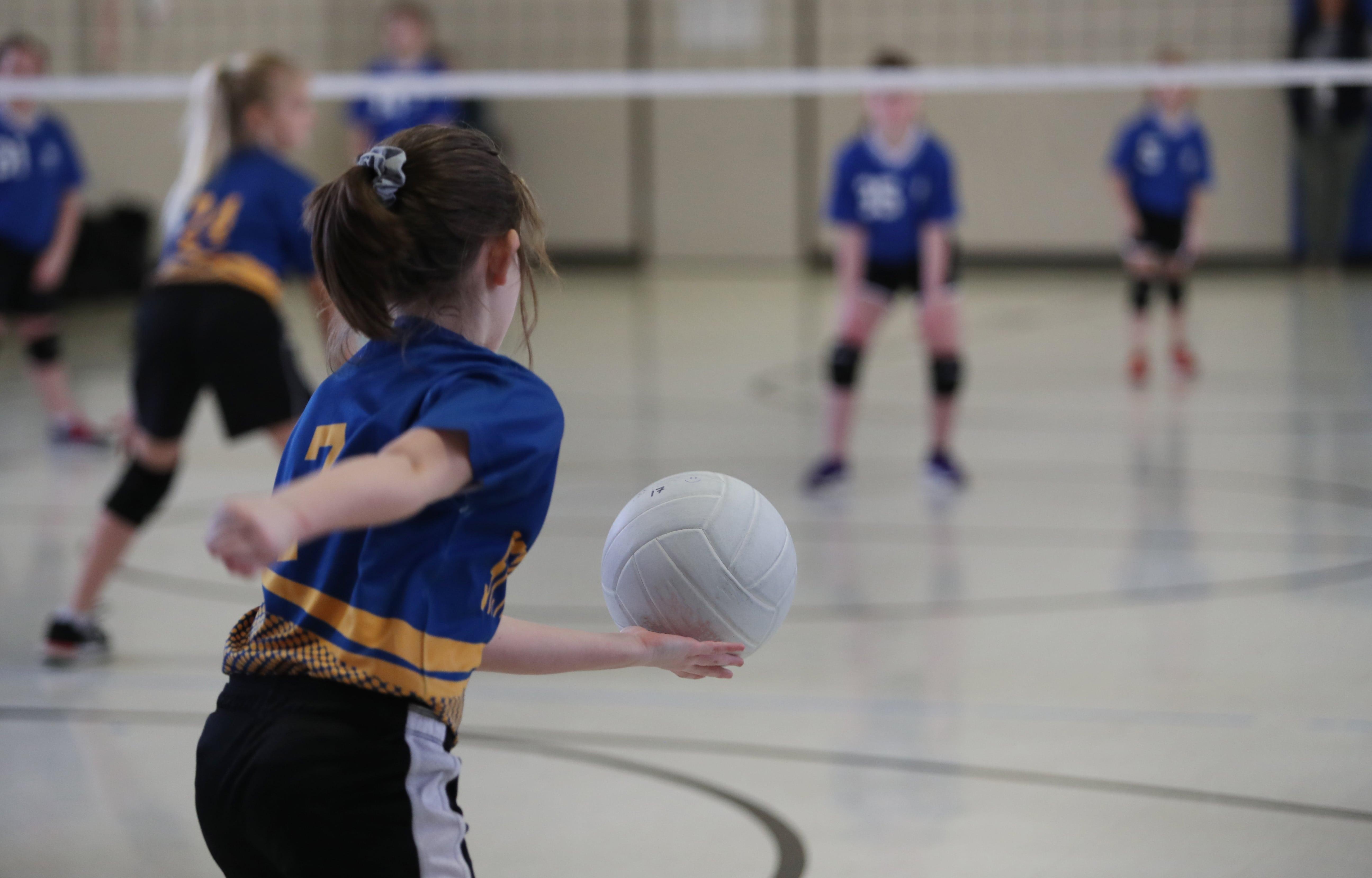 saque de mano baja voleibol